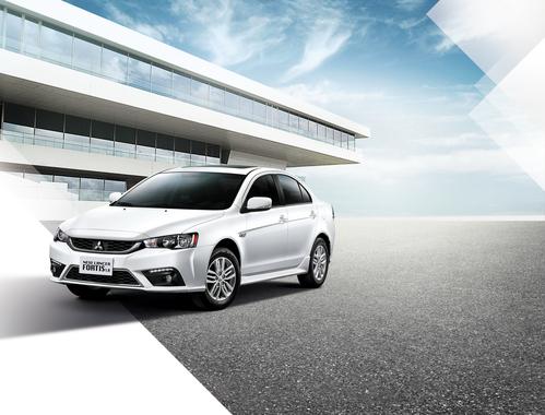 Фото автомобиля Mitsubishi Lancer X [2-й рестайлинг], ракурс: 45 цвет: белый