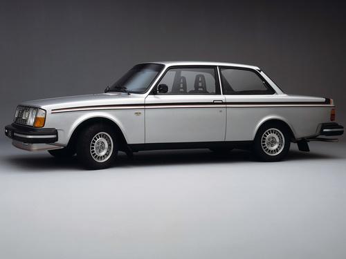 Фото автомобиля Volvo 240 1 поколение, ракурс: 45 цвет: серый