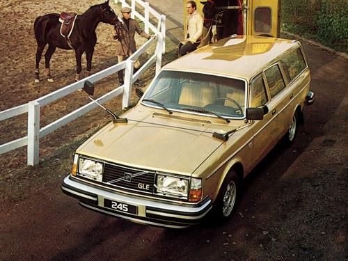 Фото автомобиля Volvo 240 1 поколение, ракурс: 45 цвет: желтый