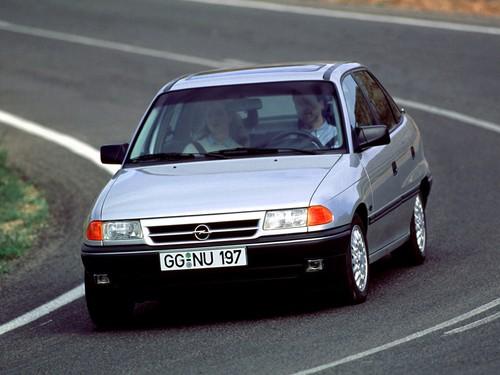 Фото автомобиля Opel Astra F, ракурс: 45