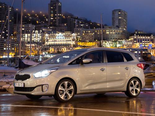 Фото автомобиля Kia Carens 4 поколение, ракурс: 45