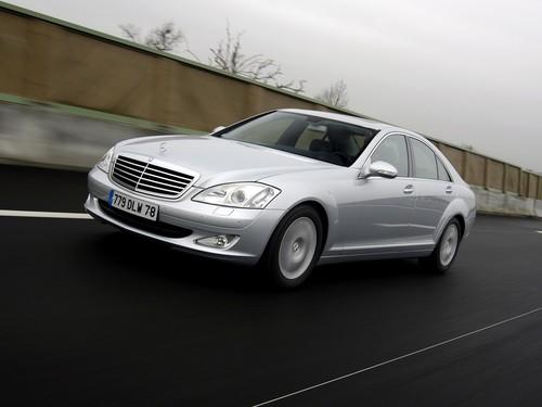 Фото автомобиля Mercedes-Benz S-Класс W221, ракурс: 45