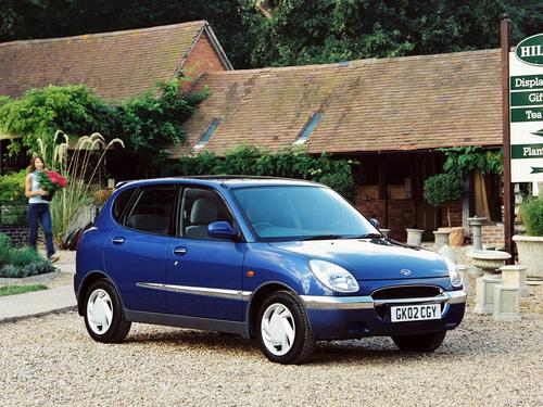 Фото автомобиля Daihatsu Sirion 1 поколение, ракурс: 45