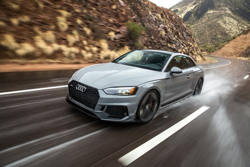 Фото автомобиля Audi RS 5 F5, ракурс: 45 цвет: серый