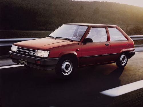 Фото автомобиля Toyota Tercel L20, ракурс: 45 цвет: красный