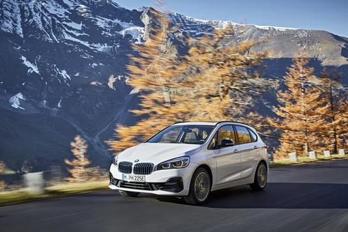 Фото автомобиля BMW 2 серия Active Tourer F45 [рестайлинг], ракурс: 45 цвет: белый