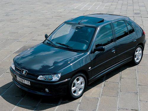 Фото автомобиля Peugeot 306 1 поколение [рестайлинг], ракурс: 45 цвет: черный