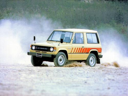 Фото автомобиля Mitsubishi Montero 1 поколение, ракурс: 45