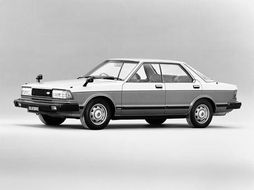 Фото автомобиля Nissan Bluebird 910, ракурс: 45
