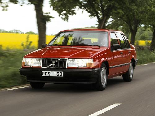 Фото автомобиля Volvo 940 1 поколение, ракурс: 45