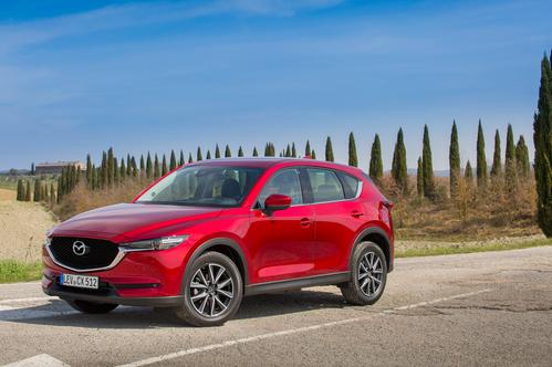 Фото автомобиля Mazda CX-5 2 поколение, ракурс: 45 цвет: красный