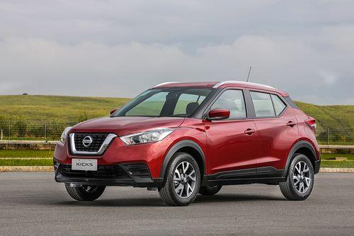 Фото автомобиля Nissan Kicks P15, ракурс: 45 цвет: красный