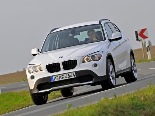 Фото автомобиля BMW X1 E84, ракурс: 45 цвет: белый