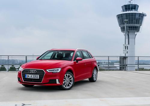 Фото автомобиля Audi A3 8V [рестайлинг], ракурс: 45 цвет: красный