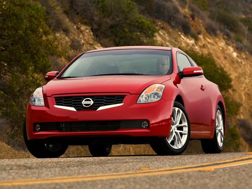 Фото автомобиля Nissan Altima L32, ракурс: 45