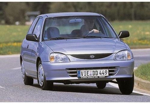 Фото автомобиля Daihatsu Charade 4 поколение [рестайлинг], ракурс: 45