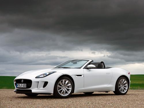 Фото автомобиля Jaguar F-Type 1 поколение, ракурс: 45 цвет: белый