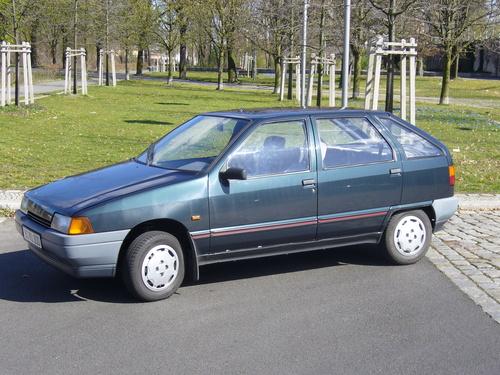 Фото автомобиля Zastava Yugo Florida 1 поколение, ракурс: 45