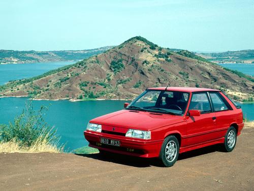 Фото автомобиля Renault 11 2 поколение, ракурс: 45