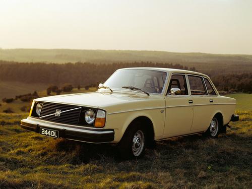 Фото автомобиля Volvo 240 1 поколение, ракурс: 45 цвет: сафари