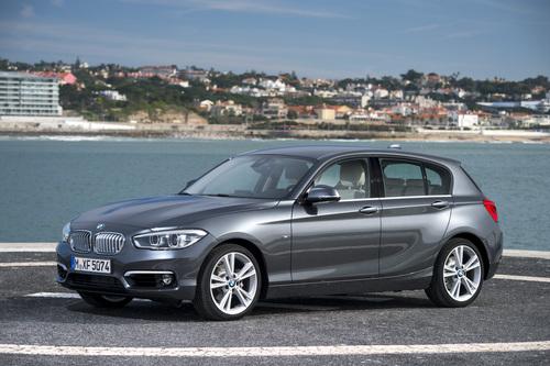 Фото автомобиля BMW 1 серия F20/F21 [рестайлинг], ракурс: 45 цвет: серый