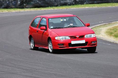 Фото автомобиля Nissan Almera N15, ракурс: 45