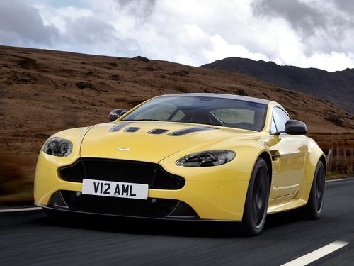 Фото автомобиля Aston Martin Vantage 3 поколение [2-й рестайлинг], ракурс: 45 цвет: желтый