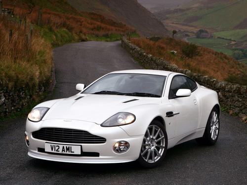 Фото автомобиля Aston Martin Vanquish 1 поколение, ракурс: 45