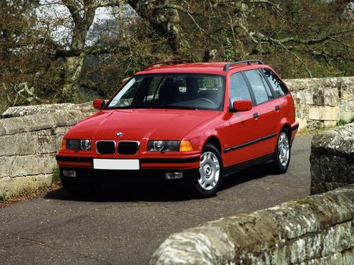 Фото автомобиля BMW 3 серия E36, ракурс: 45 цвет: красный