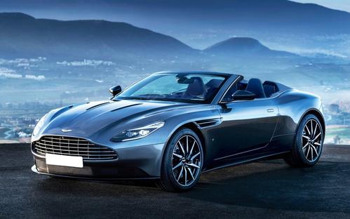 Фото автомобиля Aston Martin DB11 1 поколение, ракурс: 45 цвет: серый