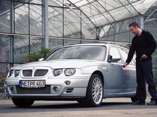 Фото автомобиля MG ZT 1 поколение, ракурс: 45