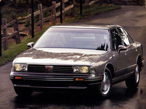 Фото автомобиля Oldsmobile 88 10 поколение,