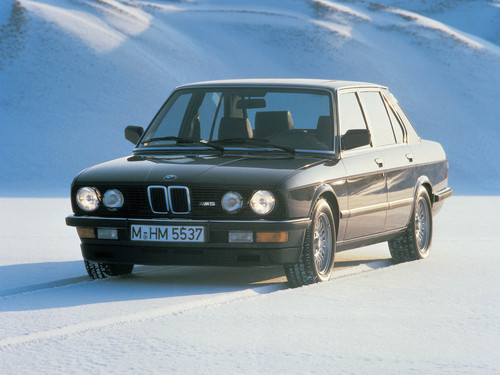 Фото автомобиля BMW M5 E28, ракурс: 45