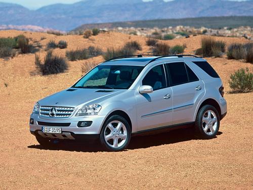 Фото автомобиля Mercedes-Benz M-Класс W164, ракурс: 45 цвет: серебряный