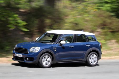 Фото автомобиля Mini Countryman F60, ракурс: 45 цвет: синий