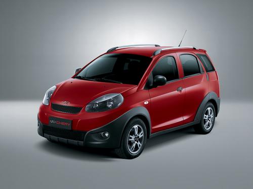 Фото автомобиля Chery IndiS 1 поколение, ракурс: 45 цвет: красный