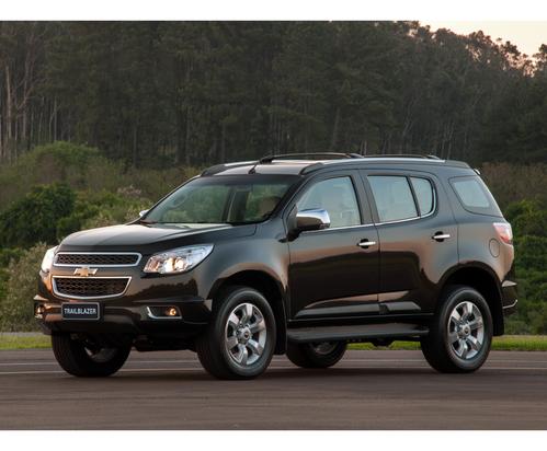 Фото автомобиля Chevrolet TrailBlazer 2 поколение, ракурс: 45 цвет: черный