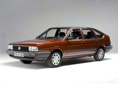 Фото автомобиля Volkswagen Passat B2, ракурс: 45
