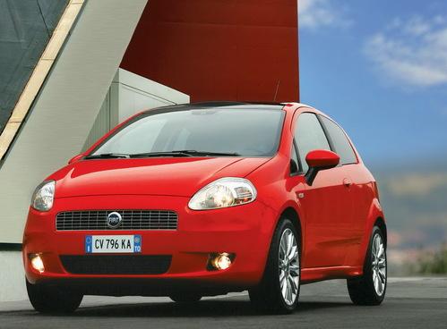 Фото автомобиля Fiat Punto 3 поколение, ракурс: 45 цвет: красный