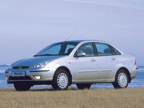 Фото автомобиля Ford Focus 1 поколение [рестайлинг], ракурс: 45 цвет: серебряный