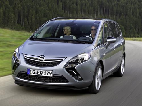Фото автомобиля Opel Zafira C, ракурс: 45 цвет: серебряный
