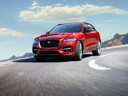 Фото автомобиля Jaguar F-Pace 1 поколение, ракурс: 45 цвет: красный