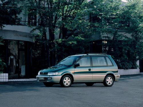 Фото автомобиля Mitsubishi Space Runner 1 поколение [рестайлинг], ракурс: 45
