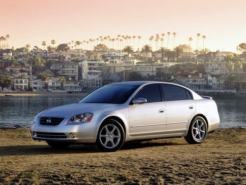 Фото автомобиля Nissan Altima L31, ракурс: 45