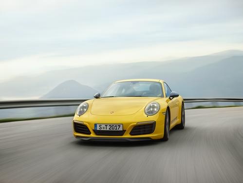 Фото автомобиля Porsche 911 991 [рестайлинг], ракурс: 45 цвет: желтый