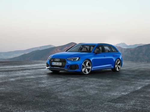 Фото автомобиля Audi RS 4 B9, ракурс: 45 цвет: голубой