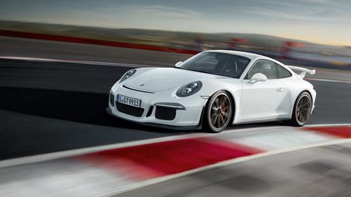 Фото автомобиля Porsche 911 991 [рестайлинг], ракурс: 45 цвет: белый