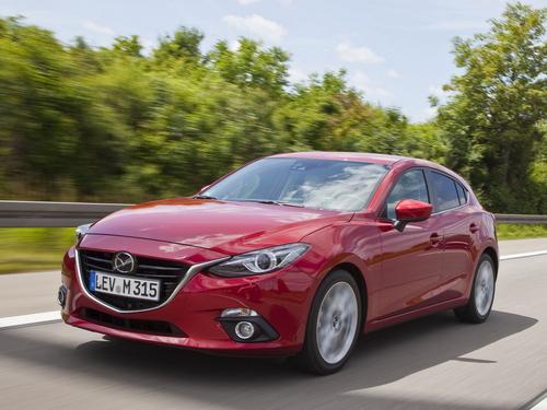 Фото автомобиля Mazda 3 BM, ракурс: 45 цвет: красный