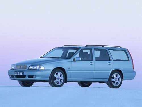 Фото автомобиля Volvo V70 1 поколение, ракурс: 45