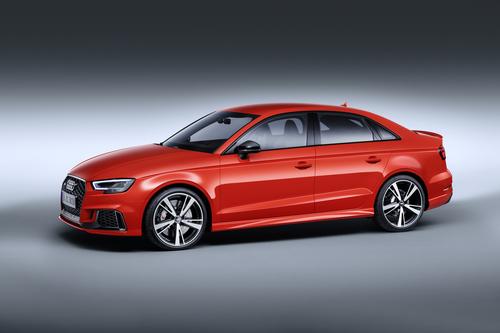 Фото автомобиля Audi RS 3 8VA [рестайлинг], ракурс: 45 цвет: красный